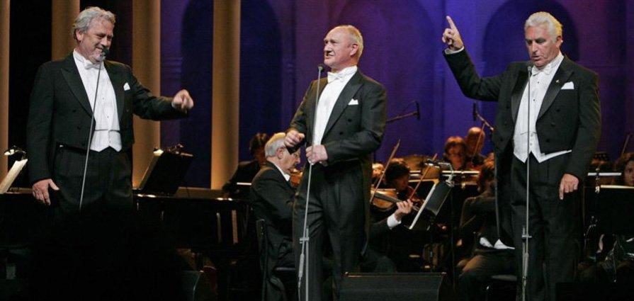 In 2016 verzorgden The New Symphonics onder leiding van Maurice Luttikhuis het 3 baritons lowlands concert